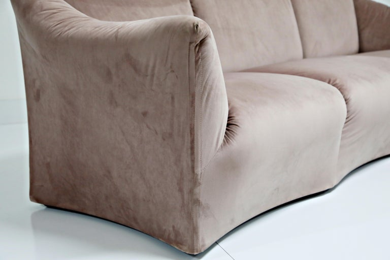 Rose Pink Velvet Tentazione Sofa by Mario Bellini for Cassina, New Upholstery For Sale 3