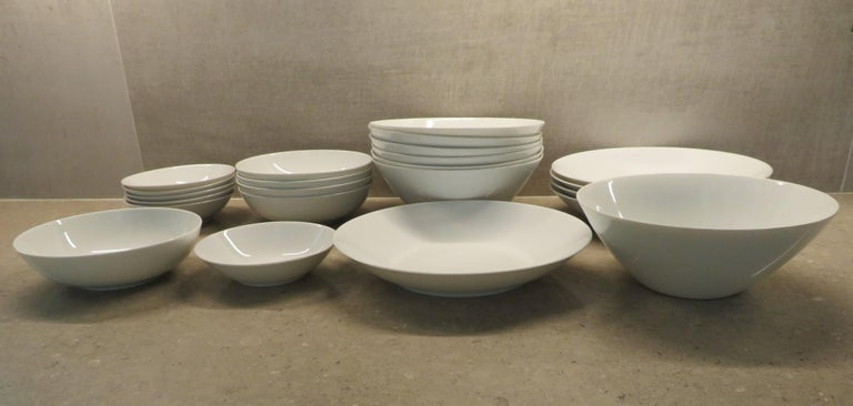 Mid-20th Century Rosenthal Form 2000 White Pattern Dinnerware - Raymond Loewy Set 70 Pcs Germany For Sale