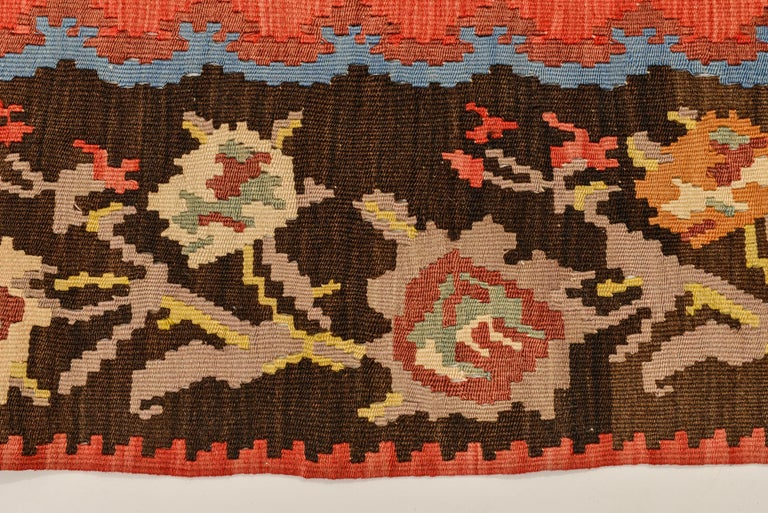 Roses Flat-Wave Old Runner Kilim Rug In Excellent Condition For Sale In Alessandria, Piemonte