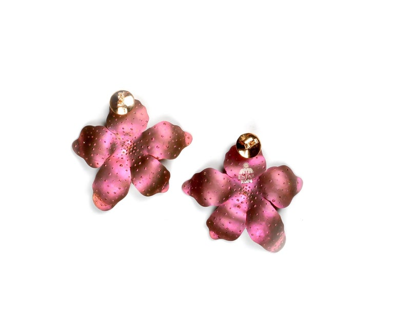 Contemporary Roseus Periwinkle Titanium Earrings with Rubies and Diamonds 18kt Gold For Sale
