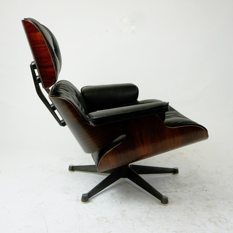 Mid-Century Modern Rosewood and Black Leather Eames Lounge Chair by ICF for Herman Miller For Sale