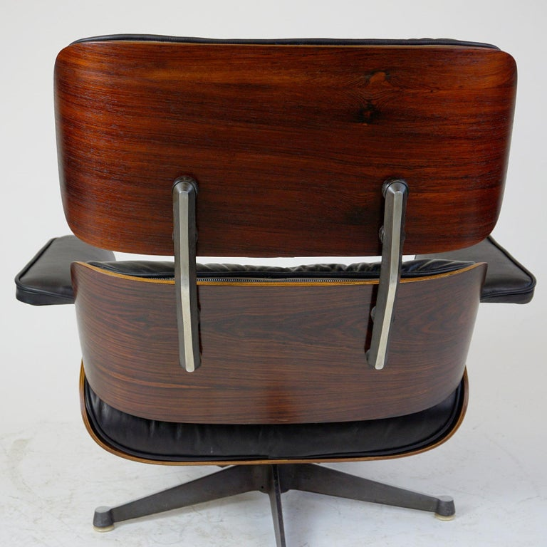 Rosewood and Black Leather Eames Lounge Chair by ICF for Herman Miller In Good Condition For Sale In Vienna, AT