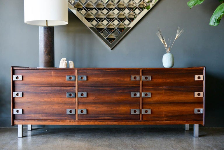 Mid-Century Modern Rosewood and Chrome 9-Drawer Dresser by Leif Jacobsen, circa 1970 For Sale