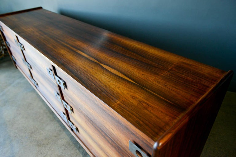 Rosewood and Chrome 9-Drawer Dresser by Leif Jacobsen, circa 1970 For Sale 2