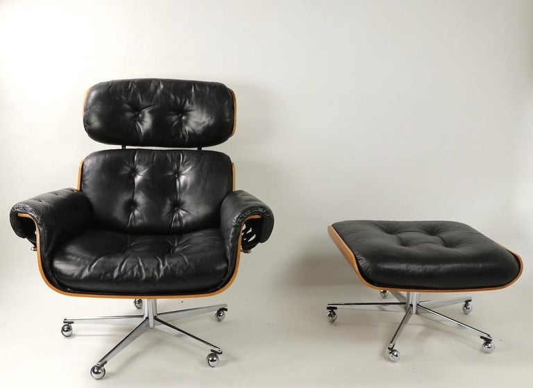 Very nice Mid-Century Modern Eames style lounge chair and ottoman having a bent rosewood shell, and tufted leather seat and back cushions. We believe this example was produced in Germany, circa 1970s, however it is unsigned. Very well made, top