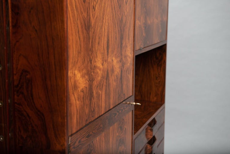 Mid-20th Century Rosewood Italian Cabinet with Dry Bar in the Style of Franco Albini For Sale