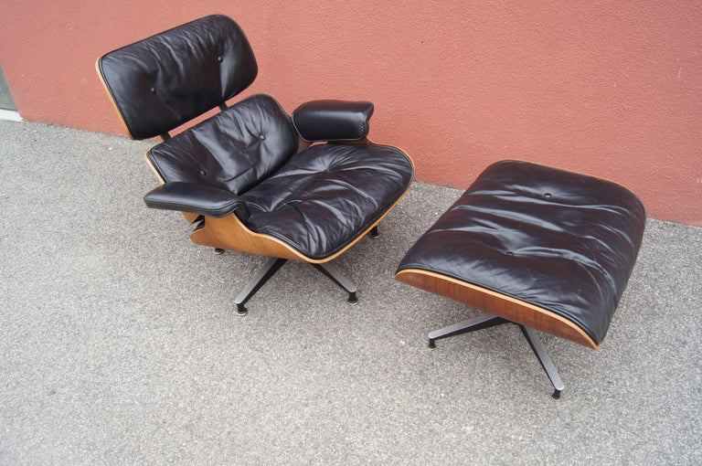 American Rosewood Lounge Chair and Ottoman by Charles and Ray Eames for Herman Miller For Sale