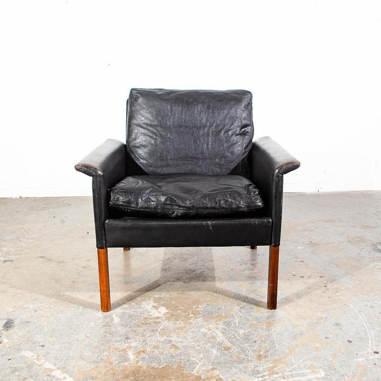 Perfectly worn in black leather and rosewood model #500 lounge chair by Hans Olsen for CS Møbler Glostrup. Made in Denmark. Comes with Original rubber straps and is lightly worn in with the most beautiful patina possible. Each leg comes in a