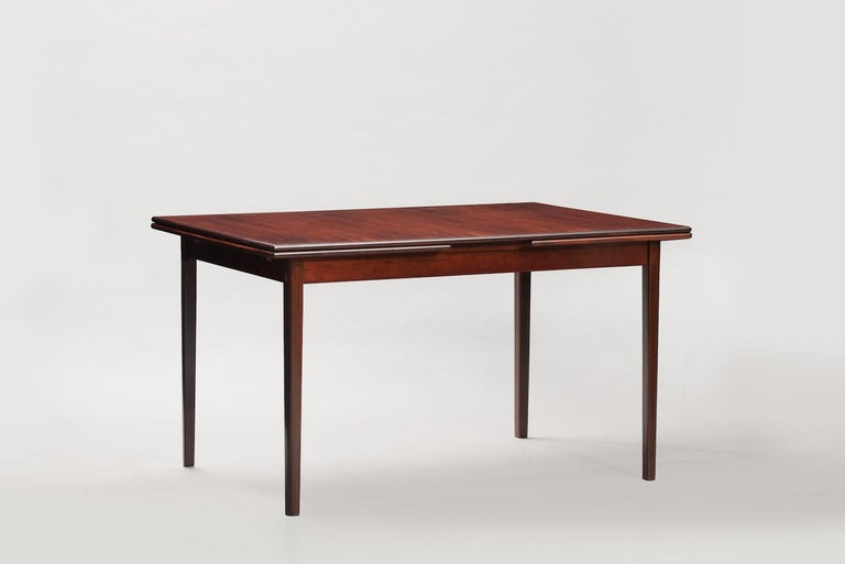 Rosewood Mid-Century Modern Danish extendable dining table Measure: Width 130/235 cm.