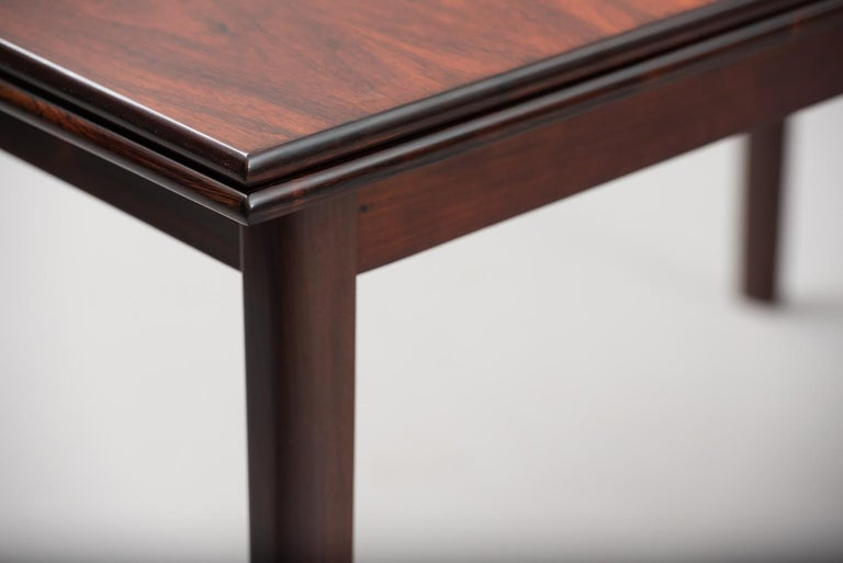 Rosewood Mid-Century Modern Danish Dining Table In Excellent Condition In Porto, PT
