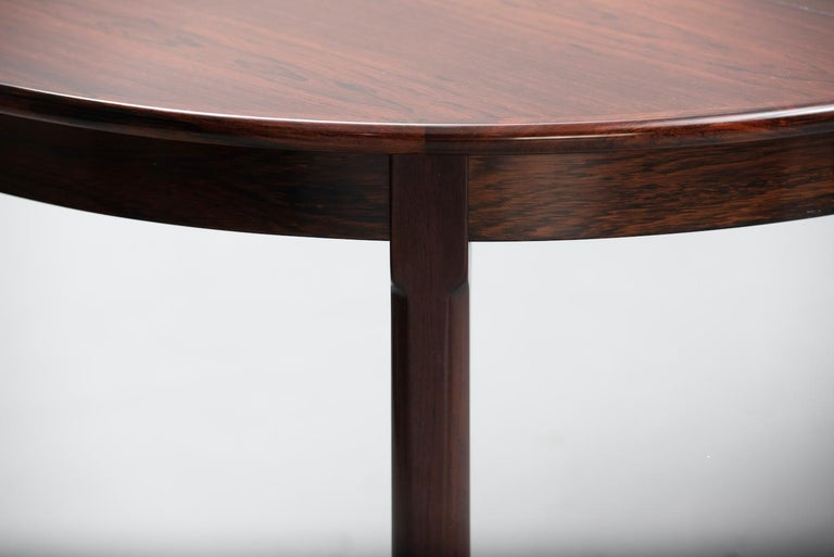 Rosewood Mid-Century Modern Danish Dining Table In Excellent Condition For Sale In Porto, PT