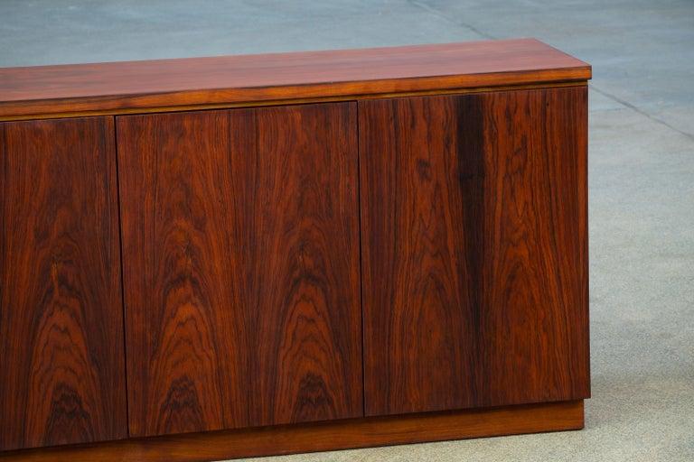 Rosewood Sideboard Minimal Design, Denmark, 1960s For Sale 3