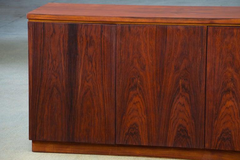 Rosewood Sideboard Minimal Design, Denmark, 1960s For Sale 4