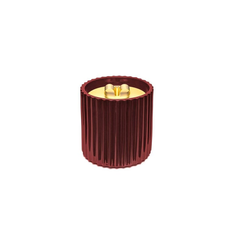 Rossana I is a large ceramic box with golden finishes and brass lid designed by Cristina Celestino, and it is part of Dolce Vita, a collection that celebrates in a contemporary tone the charme of Italy in the fifties in which you could taste the