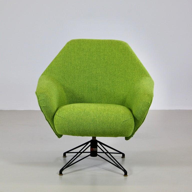 Mid-Century Modern Rotating Armchair by Osvaldo Borsani, Tecno For Sale