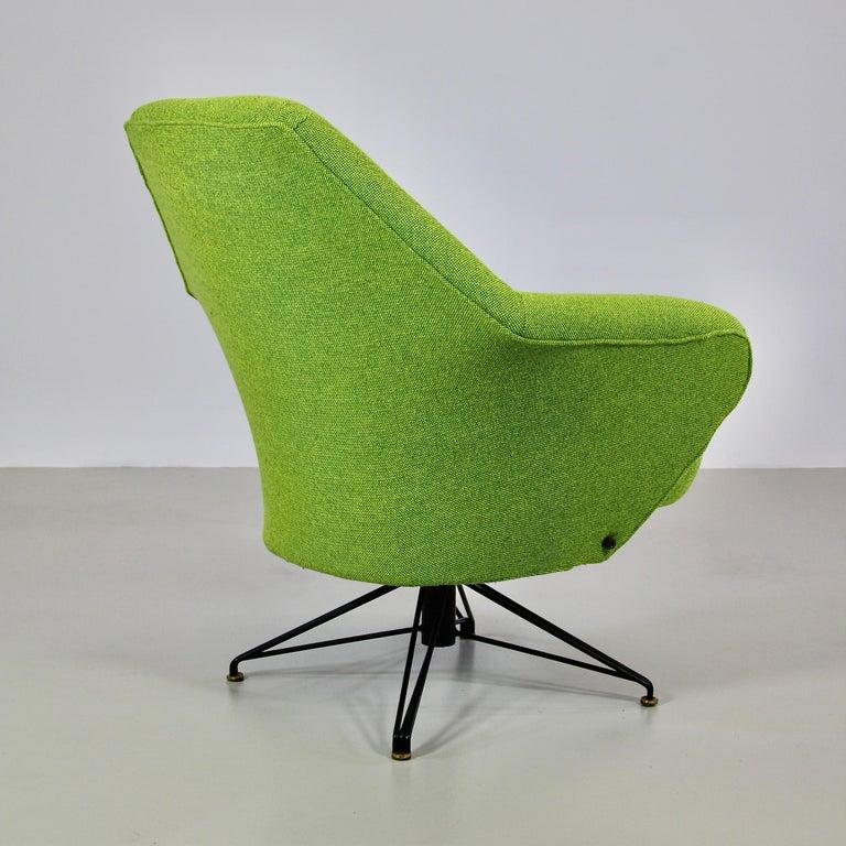 Italian Rotating Armchair by Osvaldo Borsani, Tecno For Sale