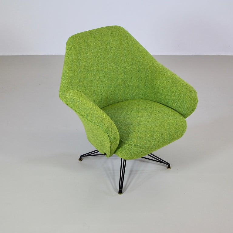 Rotating Armchair by Osvaldo Borsani, Tecno In Good Condition For Sale In Berlin, Berlin