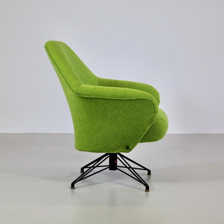 Mid-20th Century Rotating Armchair by Osvaldo Borsani, Tecno For Sale