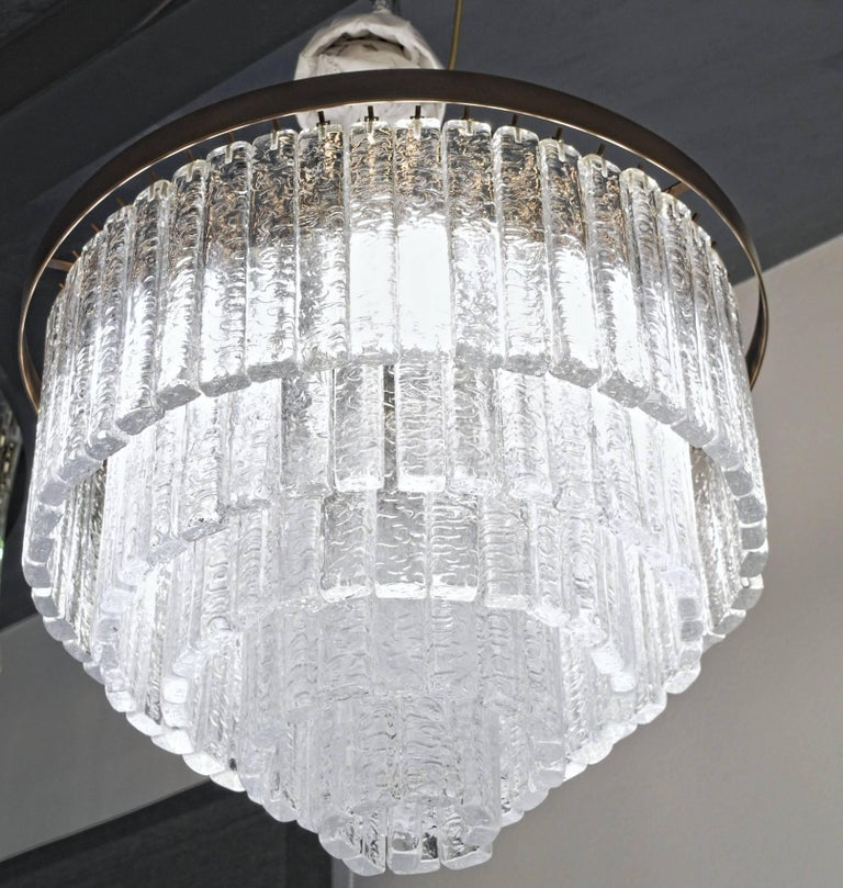 Art Glass Round 5+1 Tiers Chandelier, Murano, Clear Glass 1990s, Bronze Finish Metal Ring For Sale