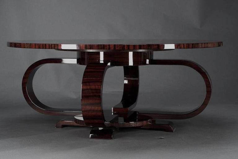 Round Art Deco French Coffee Table in Walnut In Excellent Condition For Sale In Houston, TX