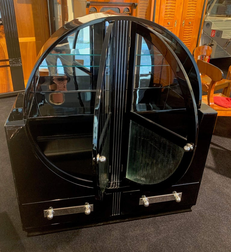 French Round Art Deco Vitrine, Black Lacquer and Chromed, France, circa 1930 For Sale