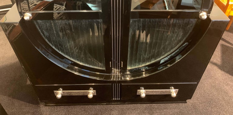 Mid-20th Century Round Art Deco Vitrine, Black Lacquer and Chromed, France, circa 1930 For Sale