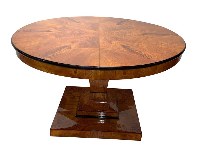 Original, big, round Biedermeier dining room table / saloon table from Vienna, circa 1825.