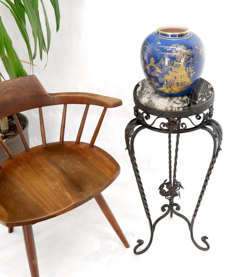 Mid-Century Modern Round Black & White Marble Top Wrought Iron Pedestal Stand Table For Sale