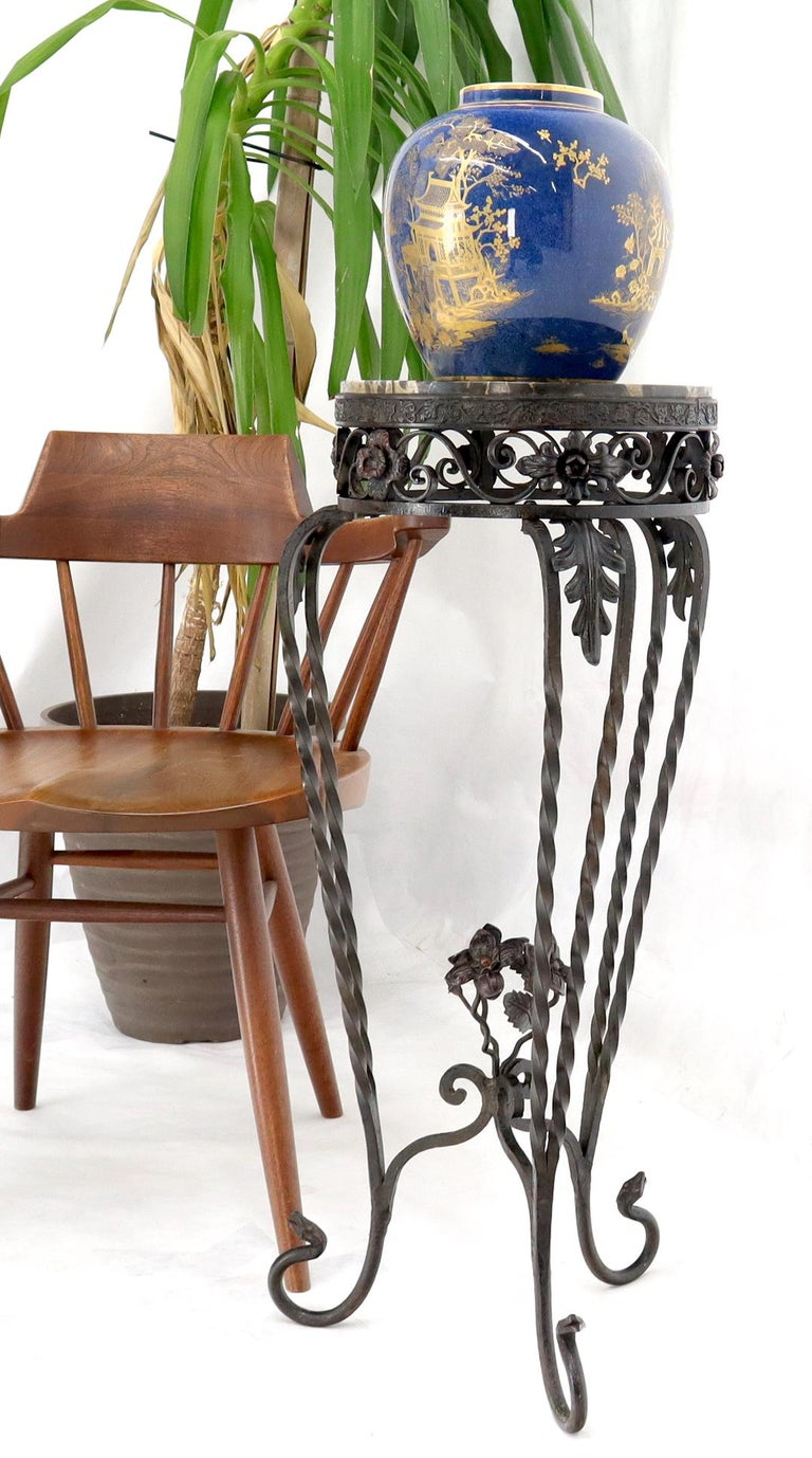 20th Century Round Black & White Marble Top Wrought Iron Pedestal Stand Table For Sale