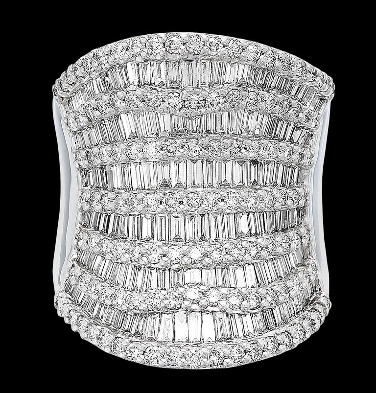 Round Brilliant & Baguette Cut Diamond 3.7 ct Heavy Solid Ring, 18 ct White Gold For Sale 1