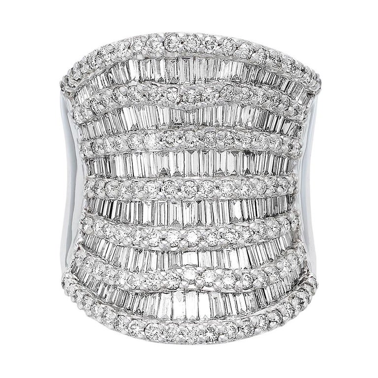 Round Brilliant & Baguette Cut Diamond 3.7 ct Heavy Solid Ring, 18 ct White Gold For Sale 3