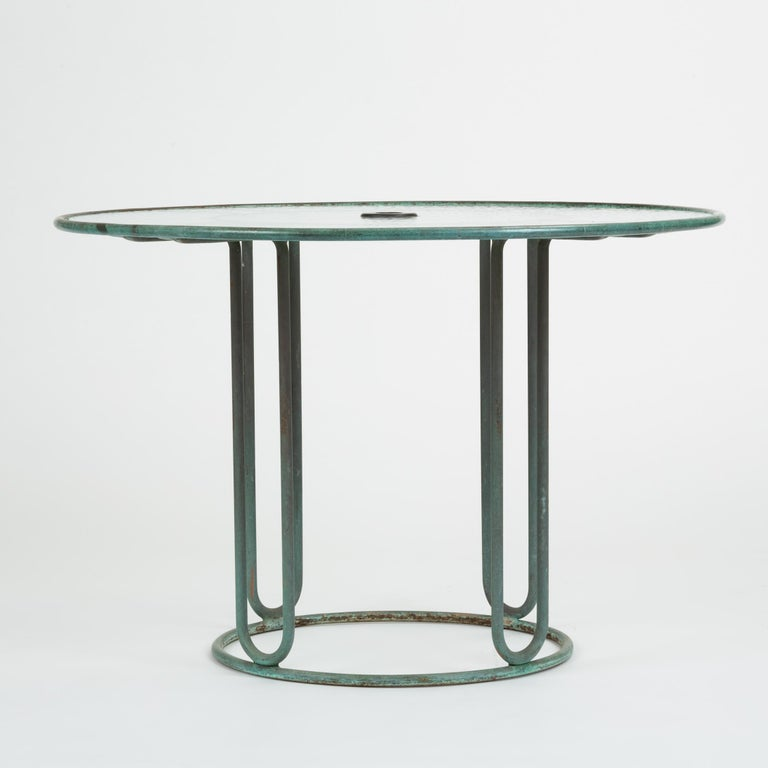 Mid-Century Modern Round Bronze Patio Umbrella Dining Table by Walter Lamb for Brown Jordan For Sale