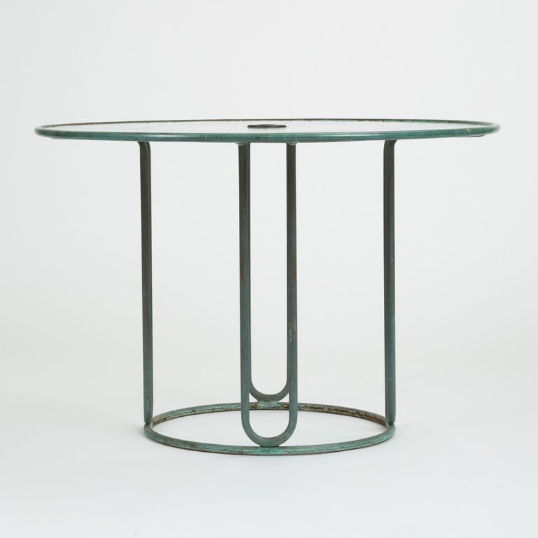Round Bronze Patio Umbrella Dining Table by Walter Lamb for Brown Jordan In Excellent Condition For Sale In Los Angeles, CA