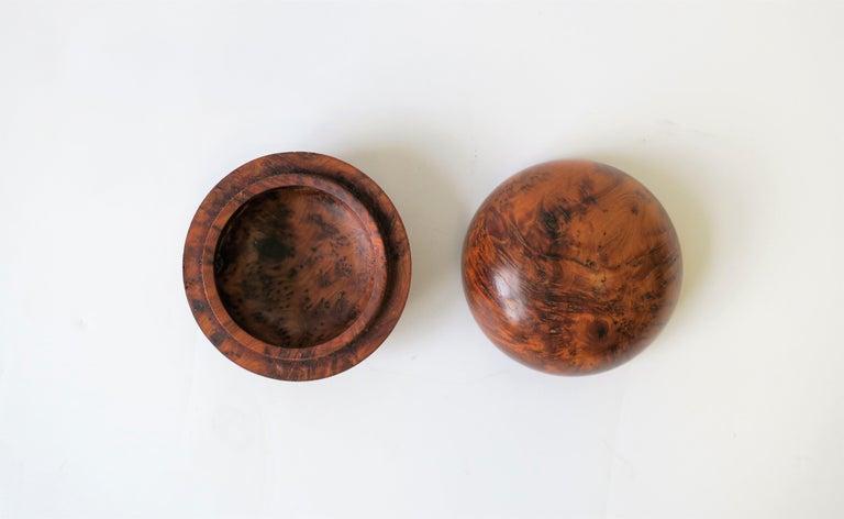 Minimalist Round Burl Trinket or Jewelry Box For Sale