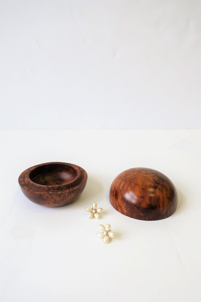 Round Burl Trinket or Jewelry Box In Excellent Condition For Sale In New York, NY