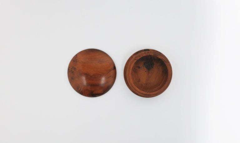 Round Burl Wood Trinket or Jewelry Box In Good Condition For Sale In New York, NY