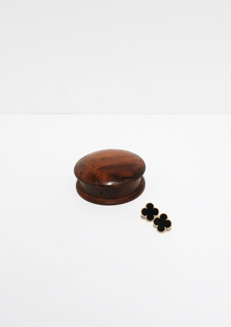 Round Burl Wood Trinket or Jewelry Box For Sale 2