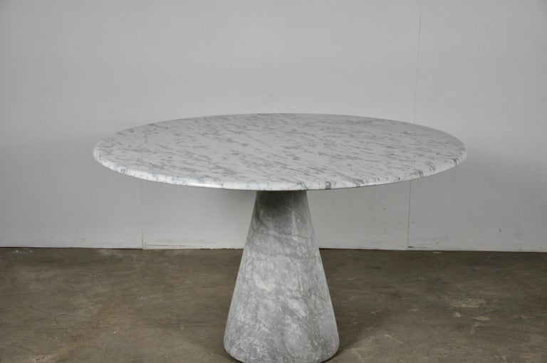 Italian Round Carrara Marble Dining Table by Angelo Mangiarotti, 1970s For Sale