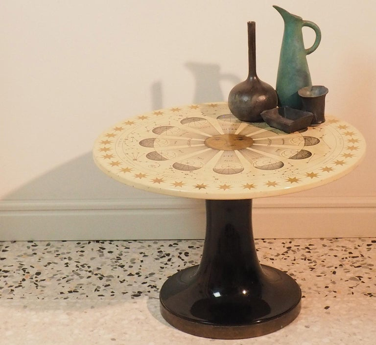 Piero Fornasetti Round Coffee Table Costellazioni with Gold Decorations, 1960 In Good Condition For Sale In Milano, IT