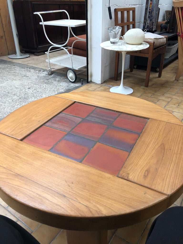 Round Coffee Table For Sale at 1stdibs