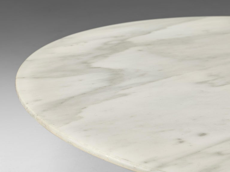 Late 20th Century Round Coffee Table in Marble For Sale