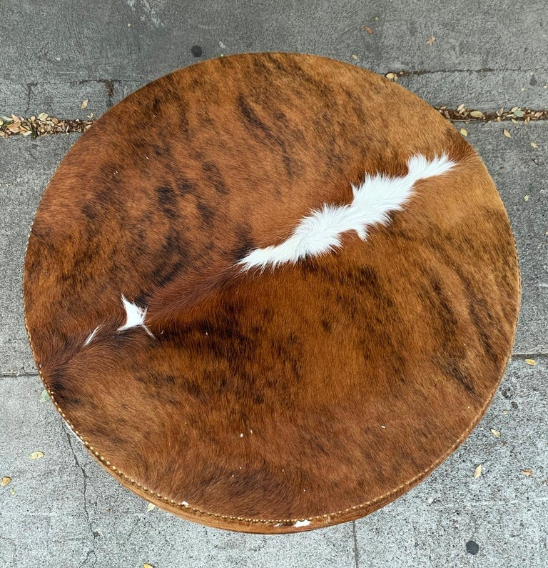 Beautiful round coffee table, ottoman or bar designed and manufactured in Los Angeles, the piece has a removable top and the inside is embossed in ostrich style vinyl. The piece is in excellent condition, the table has casters and is very easy to
