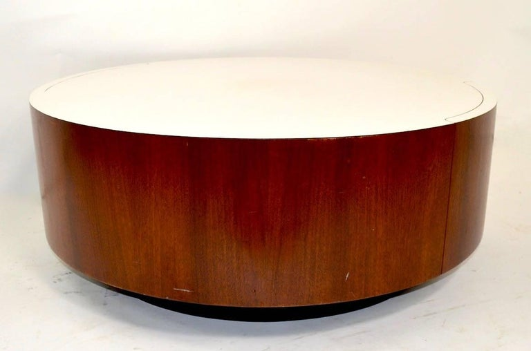 Round Coffee Table with Two Drawers after Baughman In Good Condition For Sale In New York, NY