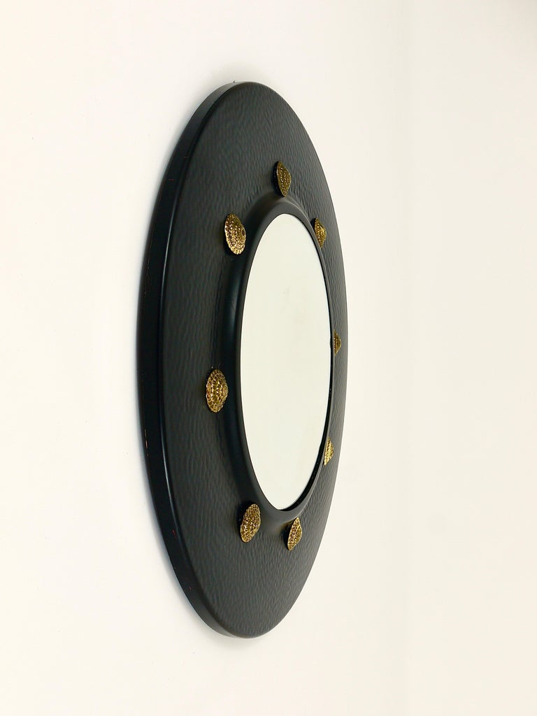 Round Convex Brass Mirror in the style of Piero Fornasetti, Italy, 1960s For Sale 1