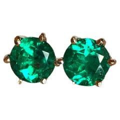 Round Cut 1.05 Carat Fine Colombian Emerald Stud Earrings 18k Yellow Gold