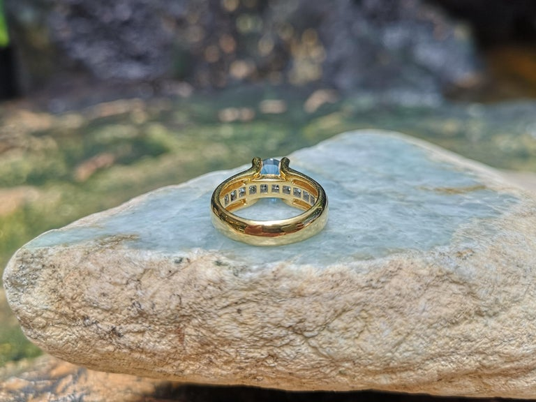 Round Cut Blue Sapphire with Diamond Ring Set in 18 Karat Gold Settings For Sale 7