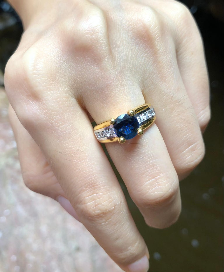 Women's Round Cut Blue Sapphire with Diamond Ring Set in 18 Karat Gold Settings For Sale