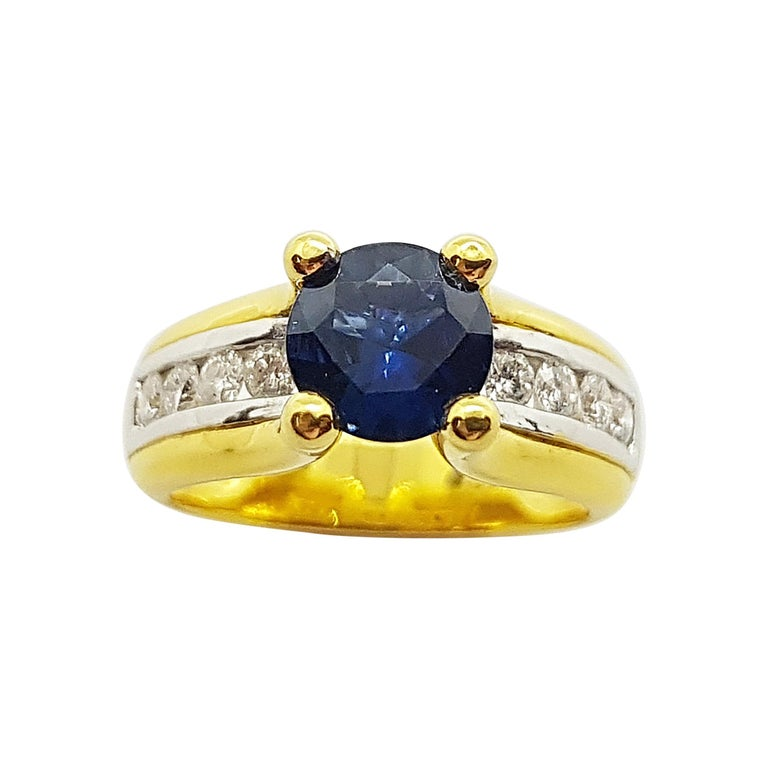 Round Cut Blue Sapphire with Diamond Ring Set in 18 Karat Gold Settings For Sale