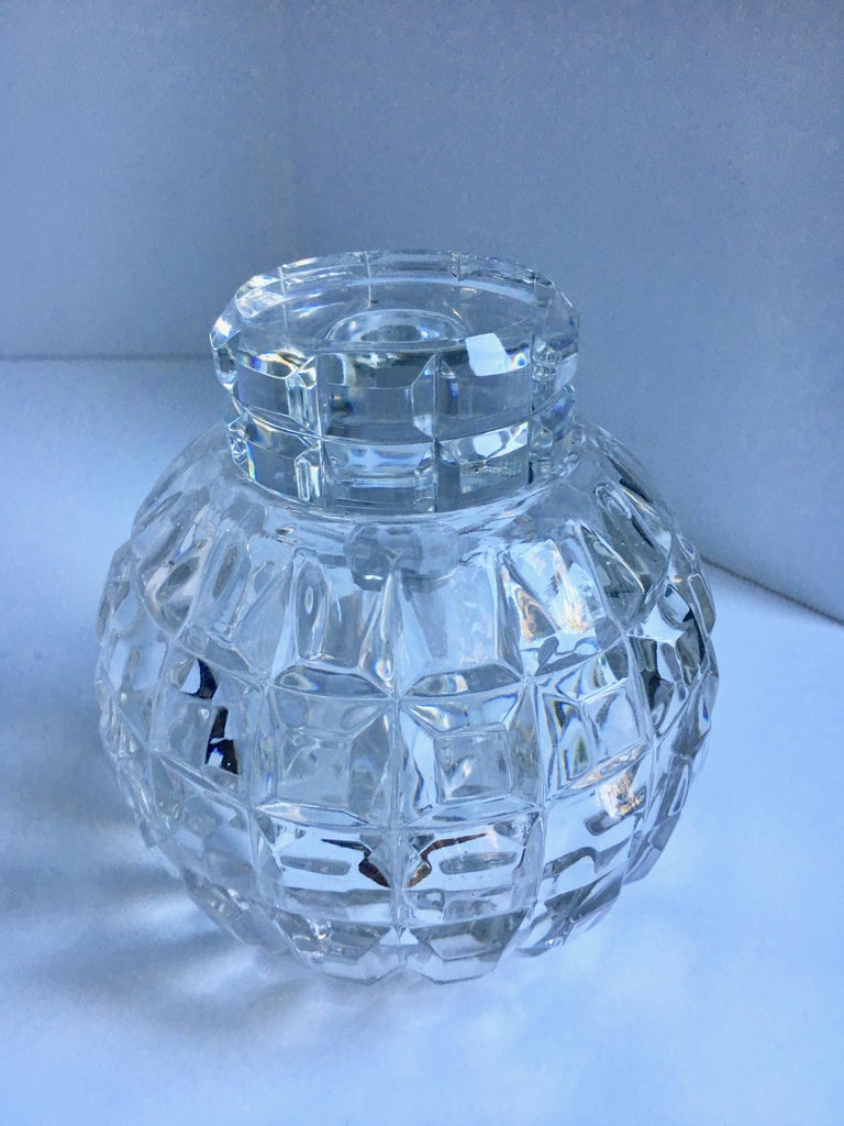 Round Cut Crystal Decanter - a handsome and unique decanter ready for the stylish bar or to store you favorite candy in!?