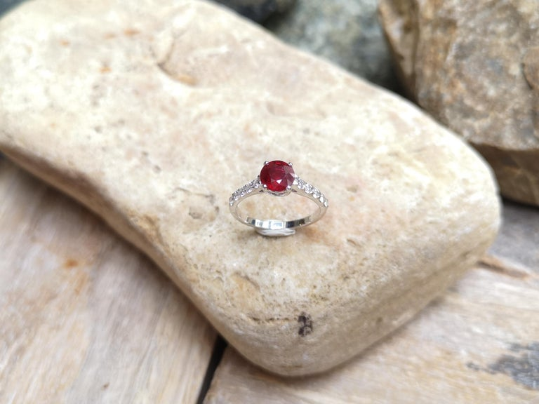 Round-cut ruby with Diamond Ring Set in 18 Karat White Gold Settings For Sale 5